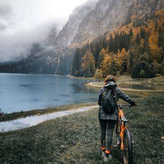 🥰 Ce matin on a envie de vous partager un de nos beaux souvenirs de 2020 : notre week-end en Haute-Savoie avec @montamourtravel 😀 Un temps pas forcément optimal mais on a eu des ambiances magiques comme ici au Lac de Montriond ! Pour les amoureux de la nature il y a plein de balades à faire ! Retrouvez l'intégralité de notre sejour sur notre article de blog !🙃 . . . #hautesavoiexperience #hautesavoie #hautesavoietourisme #savoie #lacdemontriond #montriond #morzine #igershautesavoie #francemontagnes #france_focus_on #igersfrance #lac #lacdemontagne #montagne #motivation #decathlon #savoiehautesavoie #hautesavoieexperience #igershautesavoie #auvergnerhonealpes #tourismefrance
