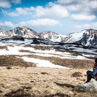 Ce week-end, grand soleil ☀️ de quoi profiter des grands espaces que nous offre le Massif du Sancy ! Entre la vallée glacière de la Fontaine Salée et la réserve Naturelle de Chastreix Sancy, nous avons eu de quoi faire ! La neige a bien fondu ! On ne la trouve que par plaques.. par contre en altitude on a eu un vent à décorner les Salers 🤣 . Et vous ? Votre week-end ? Bonne semaine à tous 😀 . . . .#sancy #otsancy #auvergnedamour #auvergne #auvergnerhonealpes #auvergnerhonealpestourisme #auvergnetourisme #chastreix #chastreixsancy #parcnatureldesvolcansdauvergne #montdore #latourdauvergne #auvergnevolcansancy #auvergnehorizon #puydedôme #francemontagnes #france_focus_on #montagne #jpeuxpasjairando #jpeuxpasjaimontagne #leroutard #travelgram
