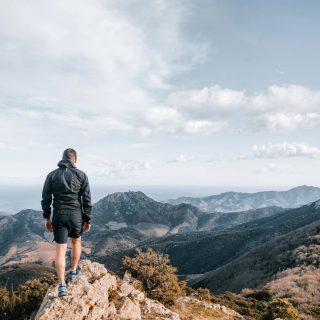📍Côte Vermeille 🇨🇵 Magnfique vue depuis la Tour de la Massane sur les montagnes environnantes et la vue plongeante sur la mer. Demain, on reprend la route vers une nouvelle destination 😀 on ne vous dit pas où l'on va vous le découvrirez demain 🙃 . Et vous? Vous allez profiter de ce week end prolongé ? Ou alors vous travaillez ? . . . #argelessurmer #argeles #tourdelamassane #cotevermeille #pyreneesorientales #pyreneesorientales_tourisme #suddelafrance #sudouest #sudouest_focus_on #pyrenees #jpeuxpasjairando #outtrip #outdoor #montagnesurmer #greatpyrenees #montagne #jpeuxpasjaimontagne #landscape #suddefrance  #randonnée #leroutard