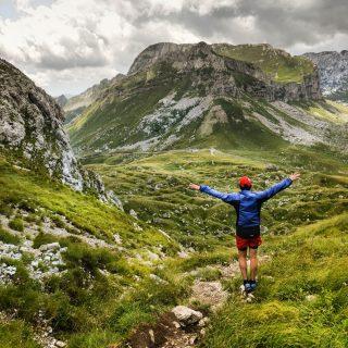 📍Durmitor National Park - Monténégro. Ca y est, lundi on s'envole vers une nouvelle destination! Ça fait du bien de se dire qu'on peut repartir à l'étranger voyager !  On part découvrir 2 îles européennes ! A votre avis, quelles sont elles ? 😀. On a hâte de vous partager tout ça !! 😍 . . . #durmitor #durmitornationalpark #durmitoradventure #europe #europetravel #europe_vacations #igerseurope #traveladdict #explore #montenegro #montenegro🇲🇪 #europe_pics #jpeuxpasjaimontagne #jpeuxpasjairando #outtrip #outdoor #montagne #hiking