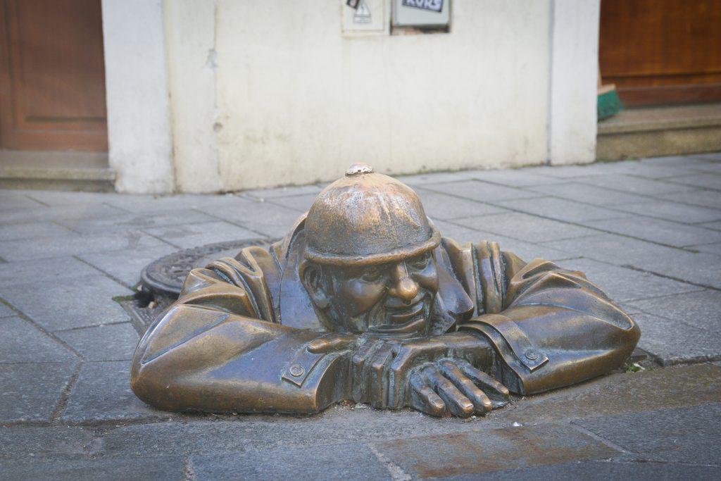La statue de Camil